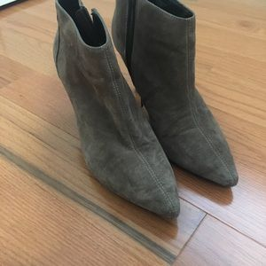 Shoes - SUEDE BOOTIES!